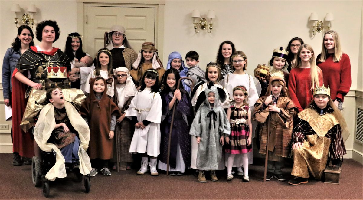 2018-12-fayetteville-trinity-christmas-pageant-group-sue-cenci